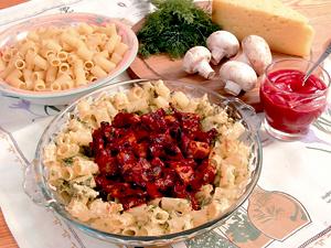 Грибы под томатным соусом с макаронами