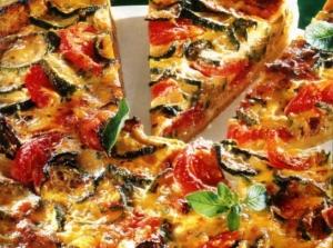 Пицца с сардельками и баклажанами
