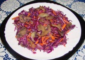 Салат с капусты и грибов