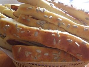 Хлебные палочки с сыром.
